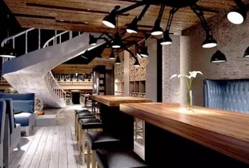 时尚风格咖啡馆装修吧台设计:像书架一样具有工业设计感的